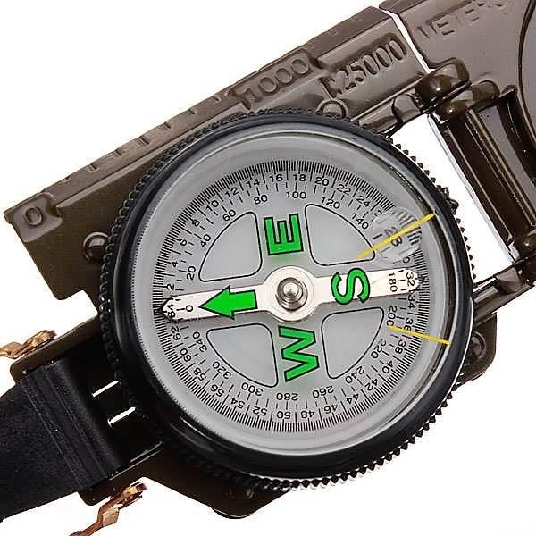 Bússola Modelo Militar Portátil com Lupa e Visada em metal na cor Verde Oliva